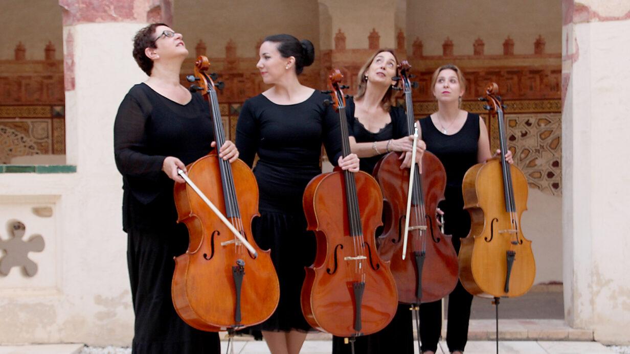 Las integrantes de Almaclara4Cello posan antes de un concierto.